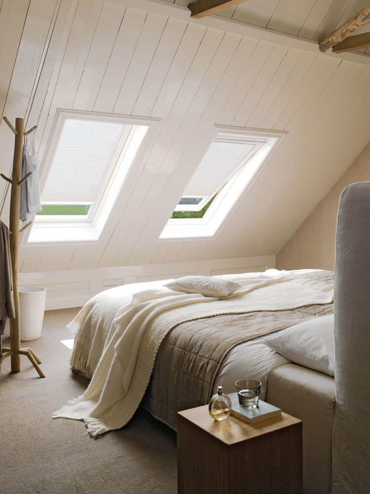 https://heezenwonen.nl/Heezen%20nw/raamdecoratie/dakramen/Luxaflex-dakraam-pliss%C3%A9gordijn.jpg