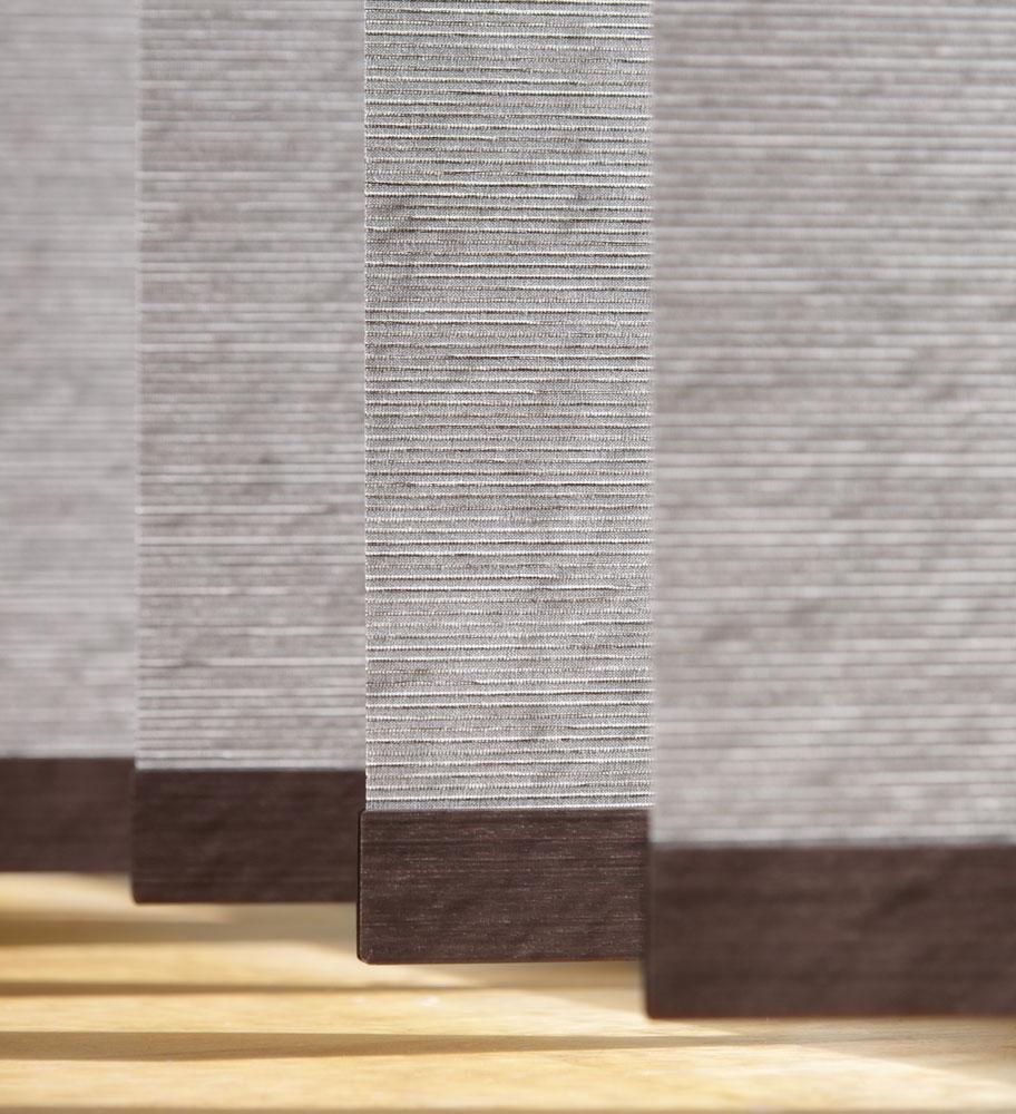 https://heezenwonen.nl/Heezen%20nw/raamdecoratie/vertikale%20lamellen/Luxaflex-vertikale-jalouzie%C3%ABn-detail.jpg